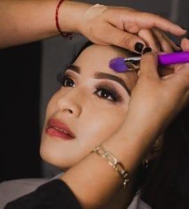 Stop extreme makeup