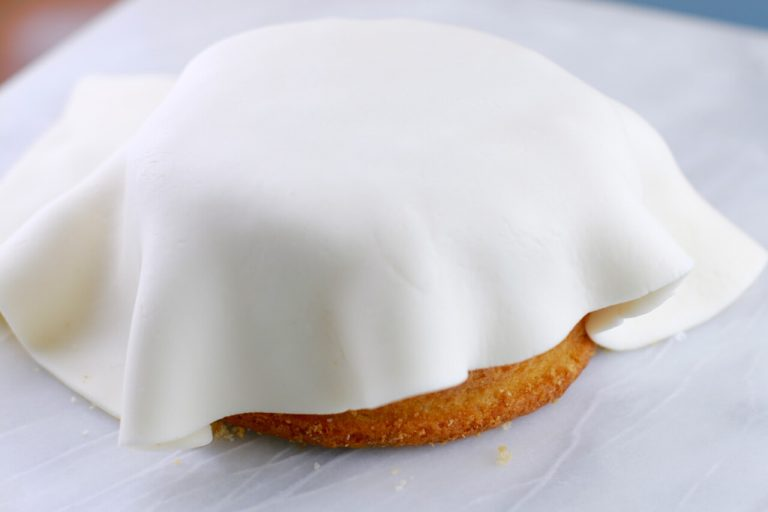 Points to remember Set up your cake by stacking your layers and loading up with jam and buttercream icing, at that point place on a cake turntable. Measure over the top and sides of the cake utilizing a bit of string. This will go about as a guide for when you turn the icing out later. Spread the cake liberally with buttercream icing by heaping it on the cake and facilitating it over the top and sides. Make certain to fill all the holes while smoothing it down the sides. Make smooth edges and sharp corners by turning the cake on the turntable and all the while utilizing a palette blade to smooth the buttercream on the sides and top, scratching off any overabundance as you go. Leave it in the refrigerator to firm for 30 mins. Ensure your work surface is spotless and liberated from any pieces. Residue generously with cornflour or icing sugar. Ply fondant icing for a few minutes to relax, or pop it in the microwave for 10 seconds. Flip the smooth side to the top, at that point turn it out to fit the cake, utilizing the string for direction. Lift the icing utilizing a moving pin or your hands; wrap it over the highest point of the cake. Smooth the fondant utilizing cake smoothers, pushing out any air pockets and wrinkles, beginning the top at that point working down the sides. Utilize a little blade to remove the overabundance icing – don't slice excessively near the cake. Spare the offcuts for enrichment. Clean utilizing two smoothers together for an ideal completion.
