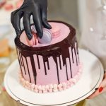 Fondant icing-How to cover a cake